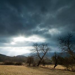 Wolkenlücken oder Landschaftsfotografie bei schlechtem Wetter.