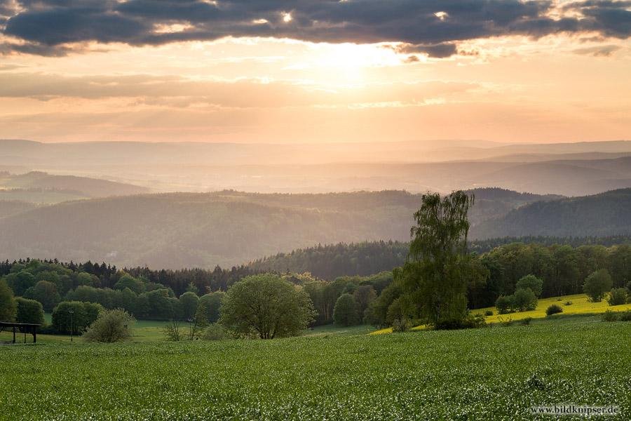 Sonnenstrahlen druchflutet die Täler des Thüringer Waldes