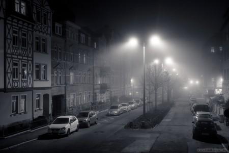 Nebel in der Straßen der Stadt