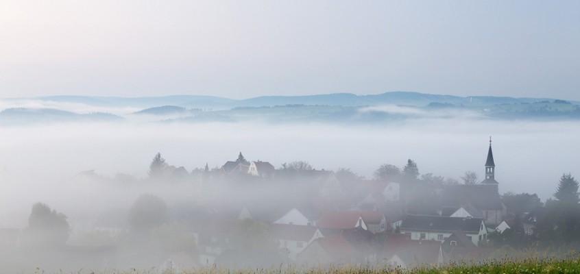 Auf Augenhöhe mit dem Nebel