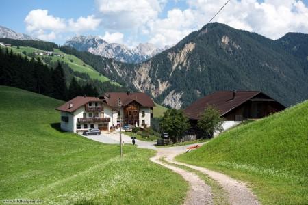 Bauernhof in Bergkulisse