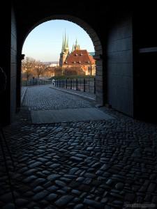 Der Dom durch das Tor der Zitadelle gesehen