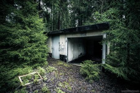 Verlassenes Gebäude im Wald