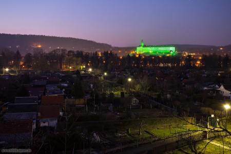 Blick über die Stadtgärten zum grünen Stadtwahrzeichen
